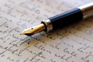 image illustrant un stylo écrivant un contrat en droit du travail